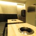 モニター付きで接待や会食など様々な用途に利用できる便利な個室です。ソファー席になっているのでゆったりとお寛ぎいただけます。