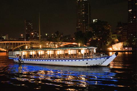 快適な屋形船で愉しむ旬の味覚と非日常の和空間