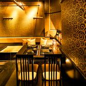 ご接待、ご会食、デートでのご利用のお客様にも少人数でご利用頂ける個室席をご用意致します。落ち着きのある雰囲気で会話もお楽しみいただけます。