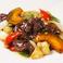 料理メニュー写真牛サガリと旬野菜のオイスターソース炒め~マデラ風味~