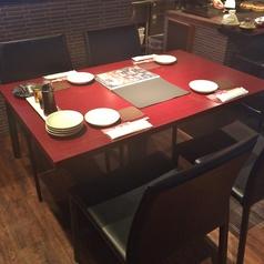 4名がけのテーブル席。会社帰りにフラッと寄れる♪