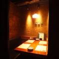 テーブル個室シックな店内は新宿東口の居酒屋でも珍しい完全個室空間。繊細な和食を召し上がりながらご宴会を。新宿東口の個室居酒屋でご宴会、接待、和食を。