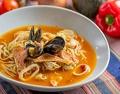 料理メニュー写真海の幸たっぷりの地中海風スープスパ