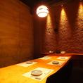堀りごたつ個室シックな店内は新宿東口の居酒屋でも珍しい完全個室空間。繊細な和食を召し上がりながらご宴会を。新宿東口の個室居酒屋でご宴会、接待、和食を。
