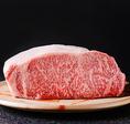 日本三大和牛の1つであり、「肉の芸術品」の異名を持つ松阪牛。松阪牛の名門、朝日屋から仕入れます。