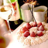 誕生日や記念日のお祝いに!当店より特製ケーキをプレゼントのスペシャルクーポンをご用意いたしました♪サプライズ演出等も承っておりますのでお気軽にご相談下さい。