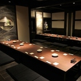 大型宴会用個室。中小の個室を繋げて、32名様まで対応できます。