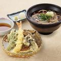 料理メニュー写真天ぷら盛合せと地粉うどん
