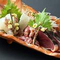 料理メニュー写真旬魚の三種盛り(鰹・桜鯛・ホタルイカ)