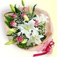 記念日やパーティーに、プレゼント用のお花を準備いたします!★お花の色・アレンジ選べます!お気軽にご相談ください!★メッセージカード付!※お花代は有料(税込3,700円~)となります。※2日前までにご予約ください。※お花の費用はご宴会代金と合わせてお支払いください。