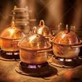【県外のお客様に好評の釜戸炊き銅鍋ご飯】新潟佐渡産極上こしひかりを熟成し、甘味粘りが増します。お米を炊く際、麒麟山酒造の仕込み水「山水」で炊き、自然の力がつくりだす味わいをご堪能ください。旬の食材を利用して作った和食を当店で是非ご堪能ください。