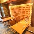 4名テーブル、6名テーブルなどお客様の人数や用途によって柔軟に調整させていただきます。12名様よりテーブルエリア貸切も承っております。歓迎会や送別会、接待等にも最適です。カップルや、ご家族、お仲間内など、様々なシーンでご利用ください。