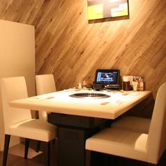 ゆったりとしたテーブル席でお食事をお楽しみ頂けます♪