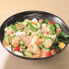 料理メニュー写真国産野菜とチキンのコブサラダ