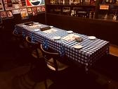 ★店内、奥のテーブル★8から10名様ならワンテーブルで隣席なしの隔離された空間をご用意いたします★周りを気にせずワイワイ盛り上がりましょう★