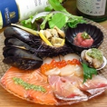 新鮮な鮮魚を目利きのお魚屋さんが厳選!!カルパッチョ、魚介の盛り合わせとしてお楽しみくださいませ。