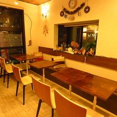 ■1人でゆったりとカフェタイムを過ごしたい方■複数人数でランチタイムを過ごしたい方々テーブルを自由に動かせますので、人数に合わせたカスタマイズが可能です。