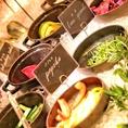新鮮な緑黄色野菜の農園サラダバー完備♪