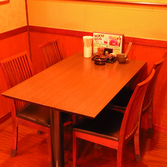 プライベートにも使えるテーブル席