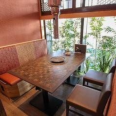 2名様~5名様までOKの個室席。窓の外に広がる綺麗な景色もお楽しみいただけます。※禁煙