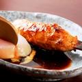料理メニュー写真比内地鶏 秘伝のタレつくね~温泉玉子添え~
