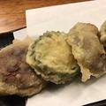 料理メニュー写真肉詰めしいたけとエビゴーヤの天ぷら