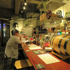 ふらっと毎日でも寄れるお店!おひとり様から少人数はカウンターがおすすめ!開放感あるカウンターで豊富な肉料理とワインを楽しんで♪カクテル、果実酒も取り揃えております