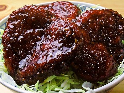 創業66年!地元の食材にこだわった、元祖煮込みソースカツ丼が食べられるお店。