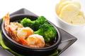料理メニュー写真アヒージョ 2種類チョイス(エビ/ベーコン/イカ/ブロッコリー/タコ/エリンギ/ソーセージ/チキン)