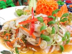 料理メニュー写真ヤムフームー(チェンマイソーセージのサラダ)