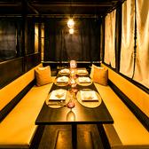 大人気の掘りごたつ席も完備しております。和の雰囲気漂うオシャレな店内でこだわりの特選肉やドリンクをご堪能ください。