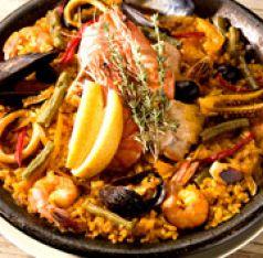 料理メニュー写真魚介とお肉のミックスパエリア