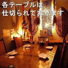 バリの雰囲気が味わえるテーブル席