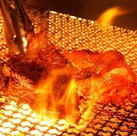 炭火で焼かれた豪快なお肉!