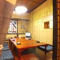 2階にある個室の1つ。風通しもよく、ついつい長居したくなる落着きの個室空間。10人ほどの宴会やご家族連れにもぴったりです!