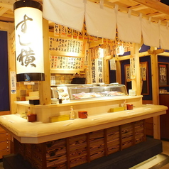 新鮮なネタを目の前で選べる愉しさはカウンターならでは♪サクッと食べて飲むには最適の立ち寿司◎