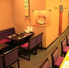 1卓につき4名様まで着席可能なテーブル席は親しいお仲間との飲み会にピッタリ!使い勝手の良いテーブル席です。人数に合わせて、お席をご用意させていただきます。