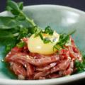 料理メニュー写真近江牛ランプと天使の白い卵の炙りユッケ