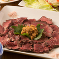 料理メニュー写真名物!ブラックアンガス牛ハラミのレア焼 北海道蝦夷わさび添え 100g