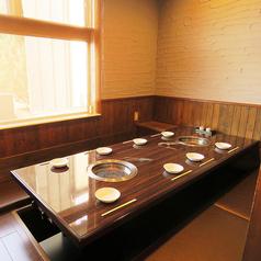 8名様までOKの掘りごたつ個室は2席ご用意。仕切りを外して20名様までご利用いただけます★会社宴会はもちろん、保護者会などにも◎