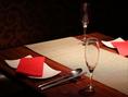 落ち着いた大人の雰囲気でお食事が楽しめます。個室や半個室もご用意。接待・会食や、デートや記念日利用はもちろん、30~40名様のパーティー貸切利用などにもおすすめです。