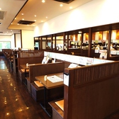 お席とお席にしきりがありますので、プライベートな空間でお食事いただけます!