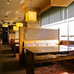 落ち着いた雰囲気の店内で、ゆったりお過ごしください。