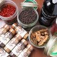 ソース類は手作りしております。「美味い」をお届けするため、HARUTAでは味への追求も続けております。