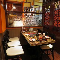 ≪テーブル6名×1≫シックでオシャレな雰囲気のお席。味だけでなく雰囲気も本場中国を感じられる空間になっています!