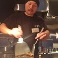 気持ち良くなるほど手際の良い店主の料理!豪快な鉄板焼きを見れるのも熱風のおすすめポイント★