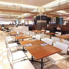 【4人席テーブル】総席数450席!ご自由にお席をお選びください。