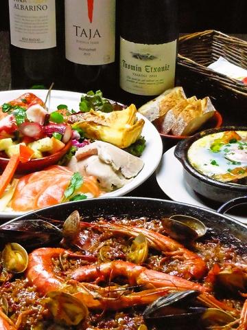 ボリュームたっぷり!美味しい本格スペイン料理で、仲間とワイワイ盛り上がれる。