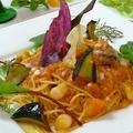 料理メニュー写真ホタテとモッツァレラ・ナスのフレッシュ有機トマトパスタ