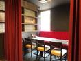 【2F】《4名・6名の最大10名までの個室/最大24名様まで収容可能》カーテンを閉めれば個室席にも変更できます!